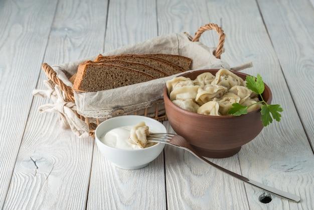Русская традиционная еда пельмени