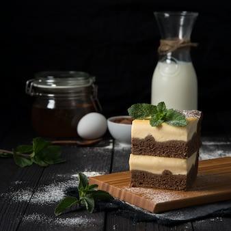 バニラフィリング入りチョコレートチーズケーキ