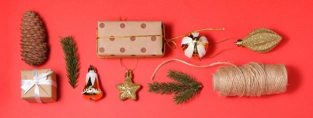 メリークリスマスと新年あけましておめでとうございます装飾赤いバナーの背景
