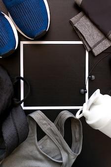 スポーツのユニフォーム、靴、バックパック、トップス、おっぱい、シェーカー、ヘッドフォンをイメージしたフレーム