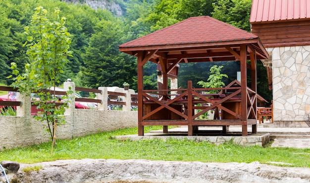 ガゼボ、公園や庭園のパーゴラ
