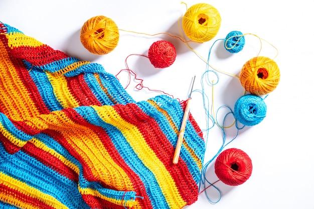 マルチカラーのストライプかぎ針編み