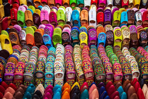 Традиционные яркие марокканские тапочки
