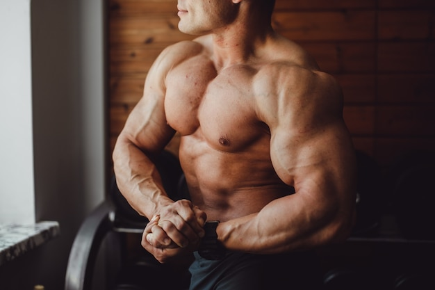 男性コーカサスエネルギートレーニングを行使する