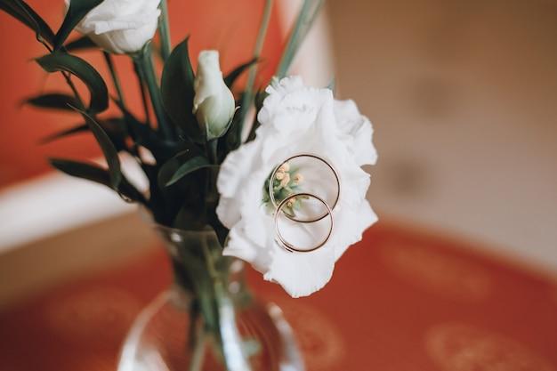 結婚式のアクセサリーの花嫁、ドレス、バケツ、リング