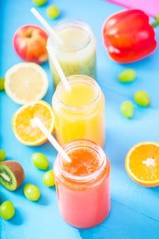 絞りたてのフルーツジュース
