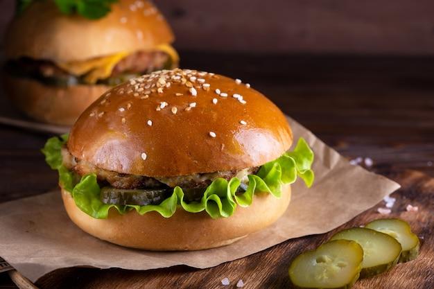 牛肉ときゅうりの自家製ハンバーグ