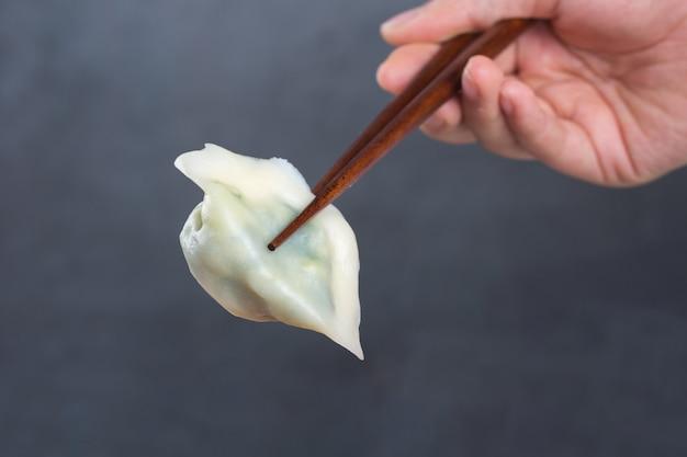 Пельмени, фаршированные мясом, пельмени, пельмени. пельмени с начинкой. пельмени, китайская кухня