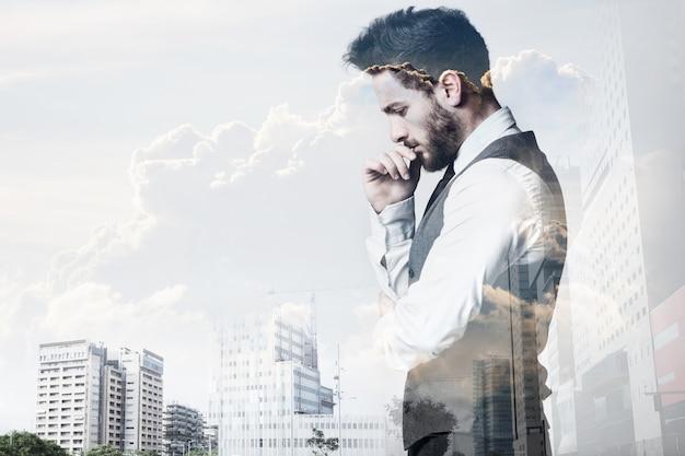 若い実業家と都市の二重暴露。