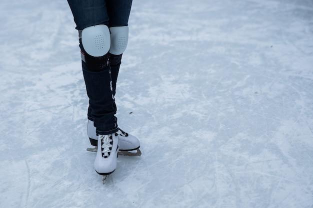 Кататься на льду