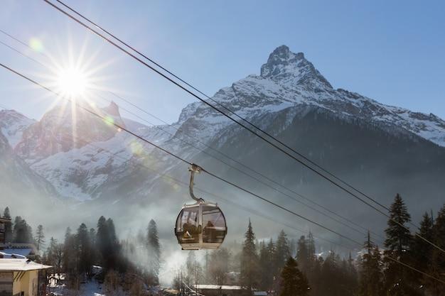 Канатная дорога на горнолыжном курорте