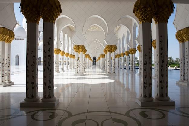 グランドモスクは世界最大のモスクの一つです