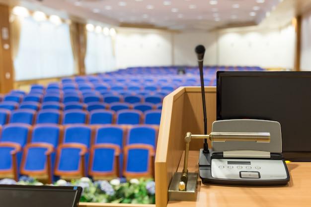 Трибуна в конференц-зале