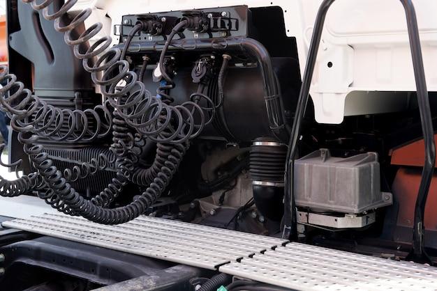 Контактный кабель. спиральный кабель, соединяющий кабину грузового автомобиля и прицеп