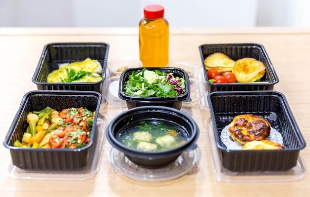 ボックスでの毎日の食事、健康的な食品の配達、