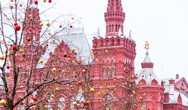 赤の広場の道のりで植生タワー