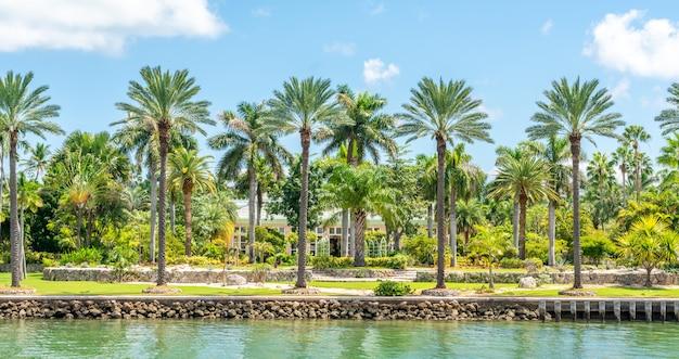 フロリダ州マイアミビーチの豪華な邸宅
