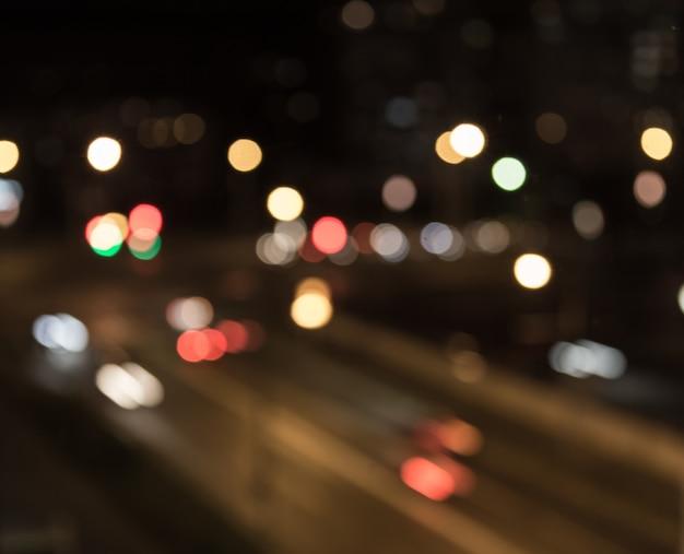 道路の背景をぼかした写真