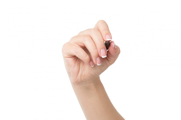 女性の手は白で隔離されるマーカーで書く準備ができています