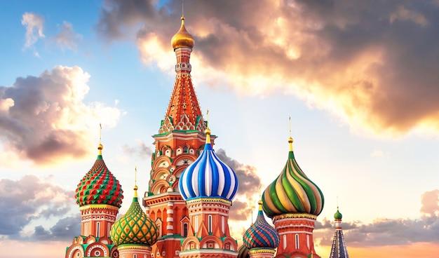 ロシア、モスクワの赤の広場の聖バジル大聖堂