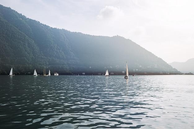 夕方には、イタリアのコモ湖