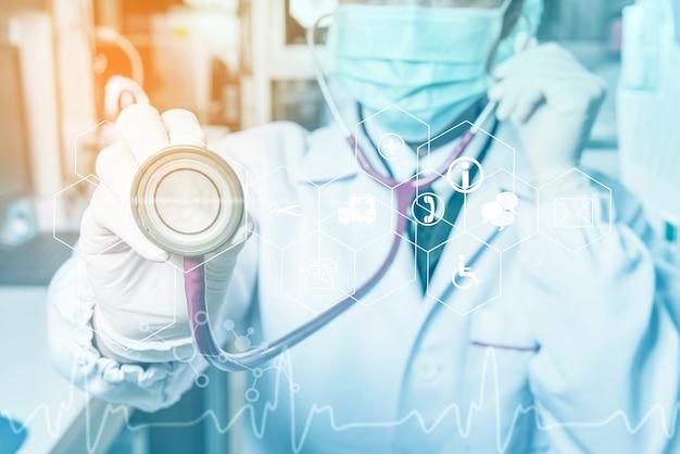 病院またはオフィスの医師現代医療技術コンセプト