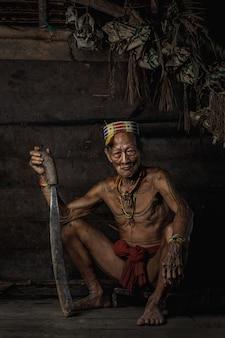 インドネシア、シベルト島、西スマトラのムアラシベルの島に住む先住民。