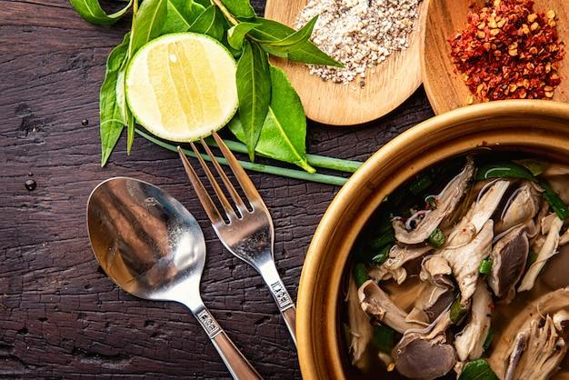 鶏肉の温野菜スープ