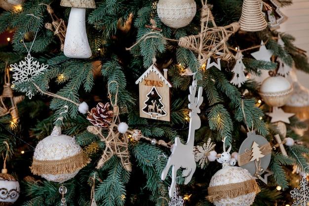 飾られたクリスマスツリーの詳細