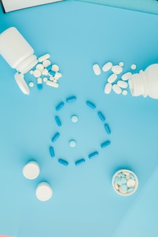 ハートの形をした医薬品、錠剤、カプセル