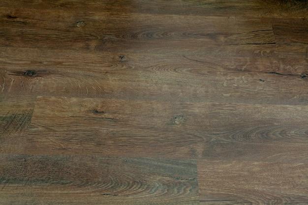 無垢材の合板とベニヤのスライドシート、木製の板の寄せ木細工の床