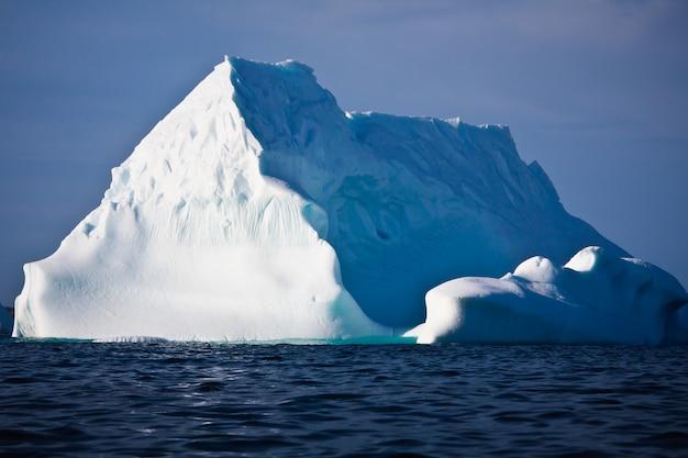 Антарктика большой айсберг