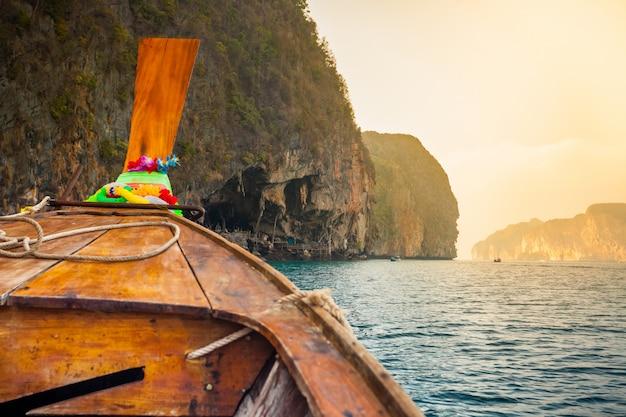 伝統的な木製ボート