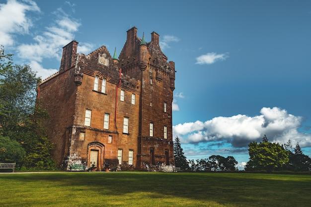 古い建物の正面図。アイルランド。