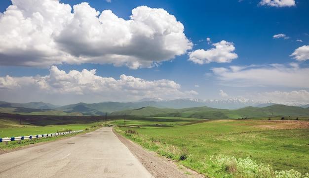 Дорога и голубое небо