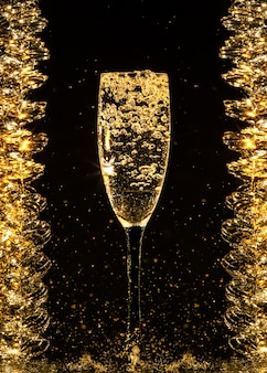 シャンパンを注ぐ
