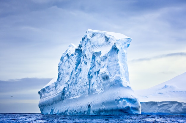 Огромный айсберг