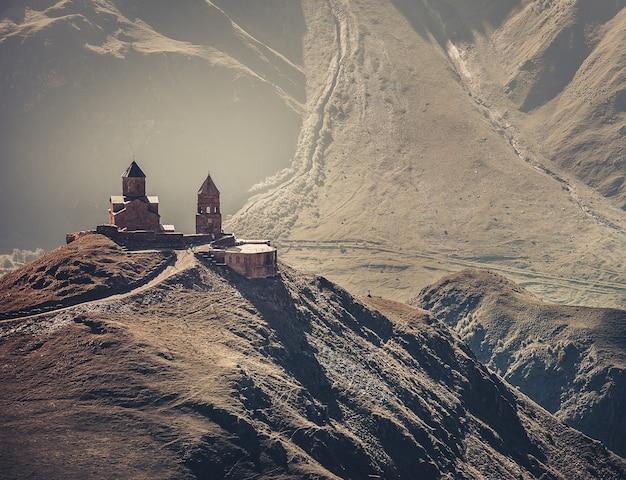 Средневековая церковь в горах