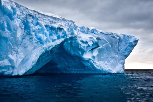 Антарктический айсберг