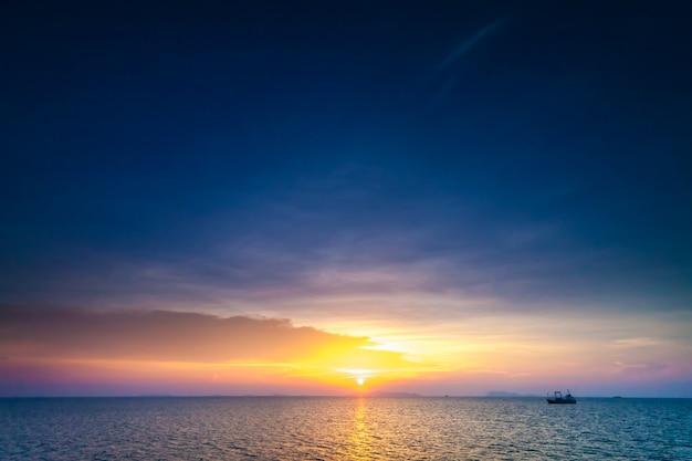 熱帯の夕日