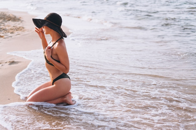海の美しい女性