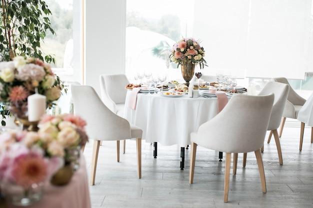 ウェディングテーブルの装飾