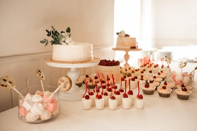 結婚式の菓子とデザート
