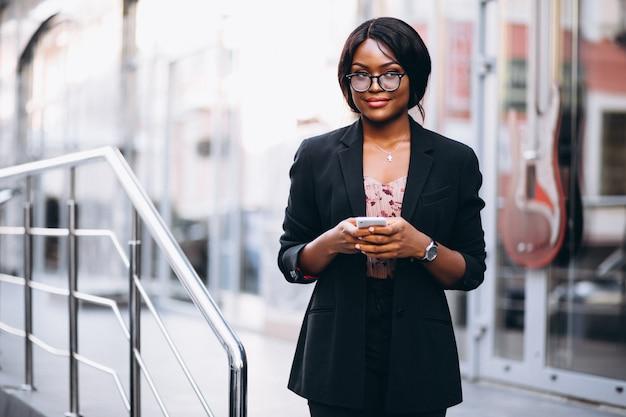 アフリカ、アメリカ人、ビジネス、女、電話機