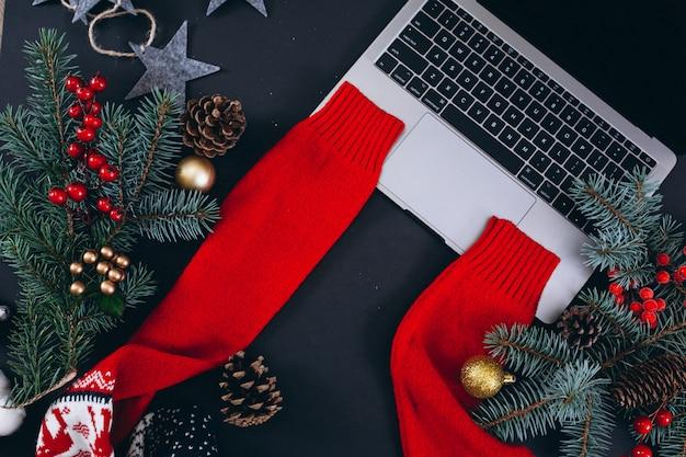 黒の背景にクリスマス背景レイアウト