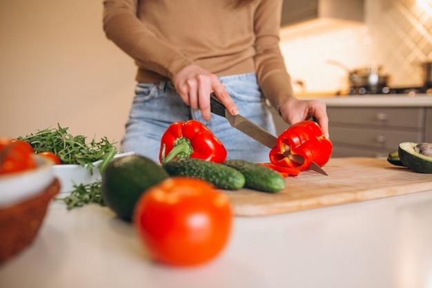 Здоровые овощи на кухне
