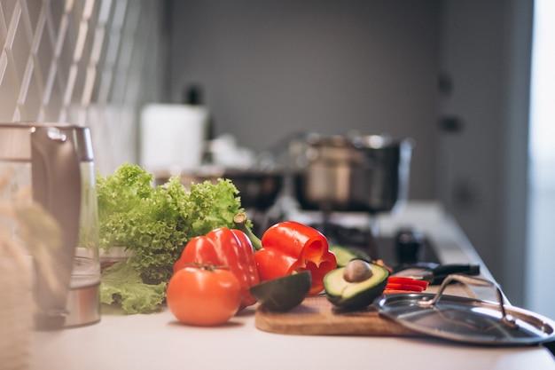 台所で健康的な野菜
