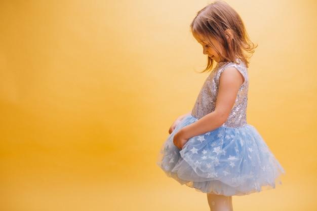 かわいいドレスの少女