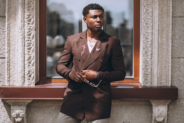 アフリカ系アメリカ人のビジネスマンのスーツ
