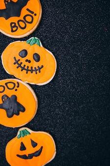 ハロウィーン装飾の自家製ジンジャークッキー